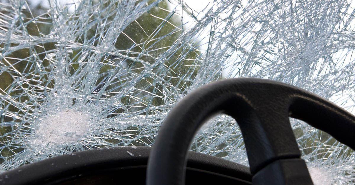 Accidente de tráfico con colisión frontal