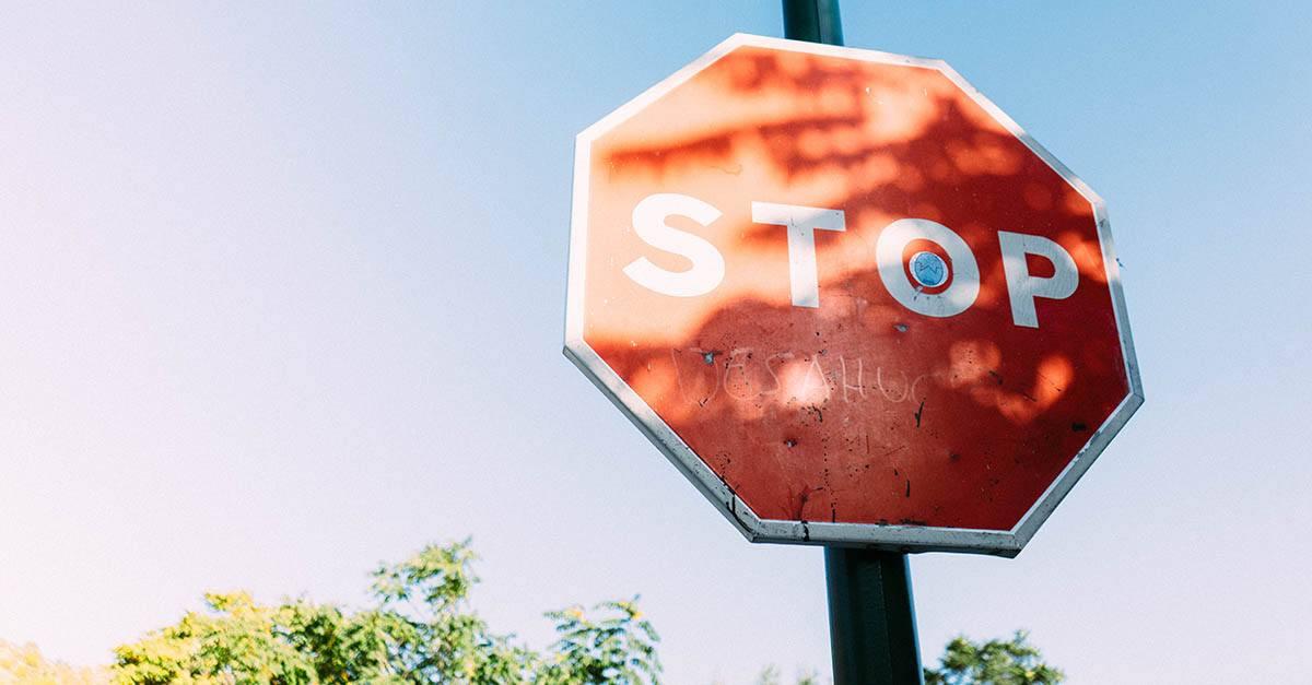 Accidente de tráfico por no respetar la señal de Stop